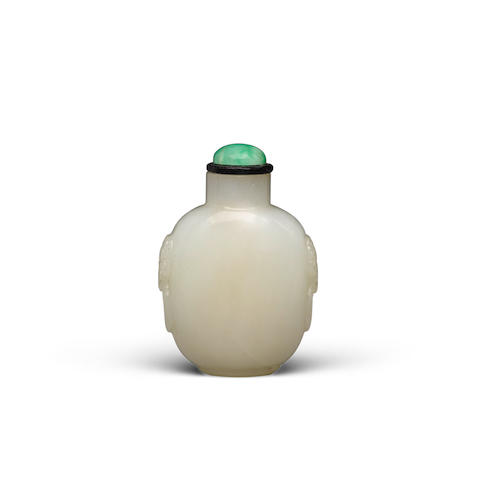 A carved white jade snuff bottle 19th/early 20th century