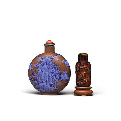 Two snuff bottles Amber bottle: 19th/early 20th century (2)