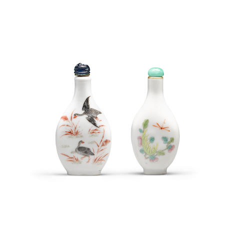 Two enameled porcelain snuff bottles  Late 19th/20th century (2)