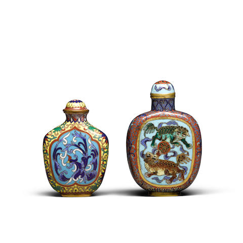 Two cloisonné enameled snuff bottles  Qianlong marks, 18th/19th century (2)