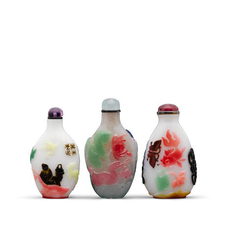Three multi-color overlay decorated glass snuff bottles 19th century (3)