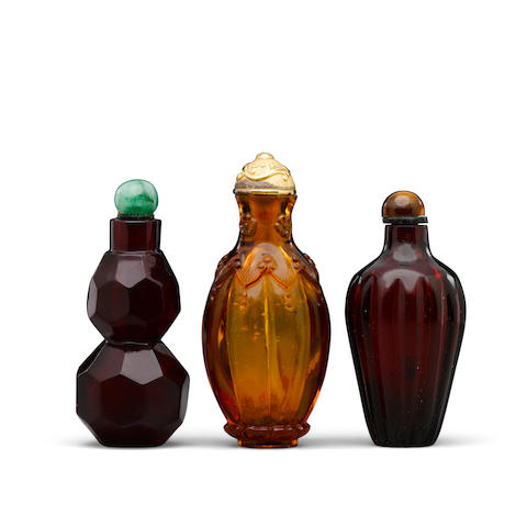 Three glass snuff bottles 18th/19th century  (3)