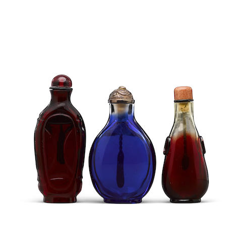 Three glass snuff bottles Late 18th to 19th century (3)