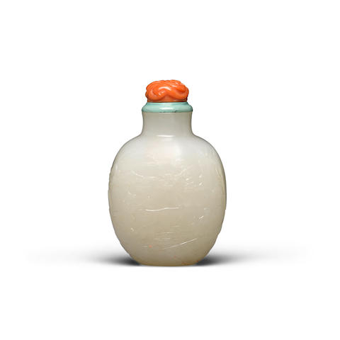 A carved white jade snuff bottle Late 19th/20th century
