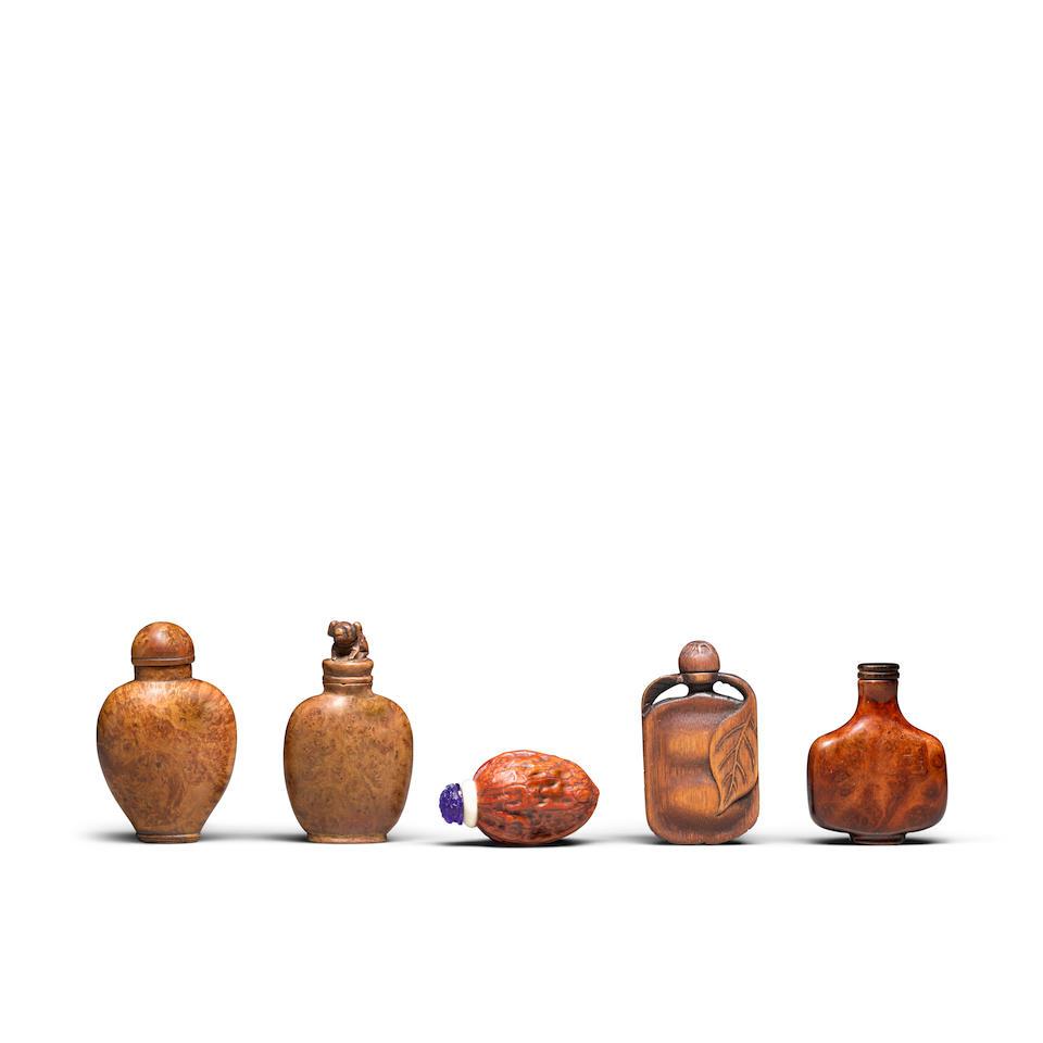 Five organic material snuff bottles (5)