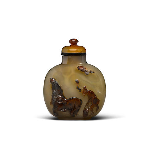 A carved cameo agate snuff bottle Late 19th century