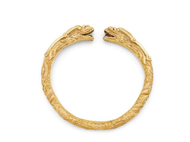 A gold 'dragon' bracelet, shouzhuo Qing dynasty, 18th/19th century
