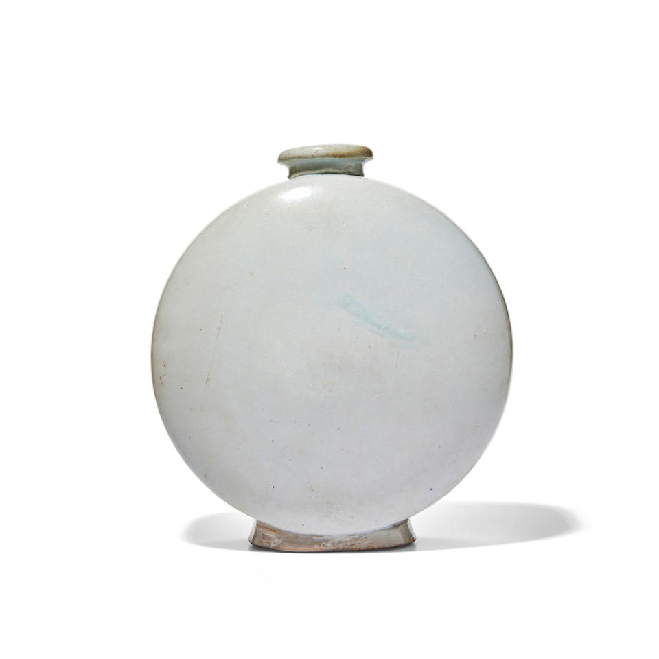 A large and fine porcelain Moon Flask Joseon dynasty (1392-1897), 16th/17th century