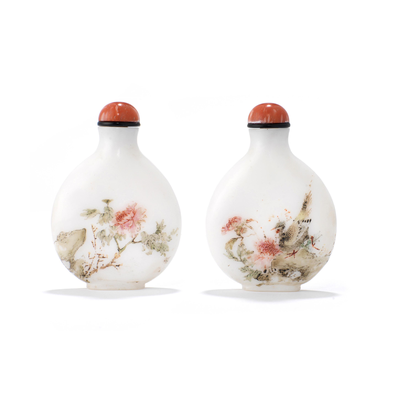 An enameled milky-white glass snuff bottle Guyue Xuan mark, 1767-1799