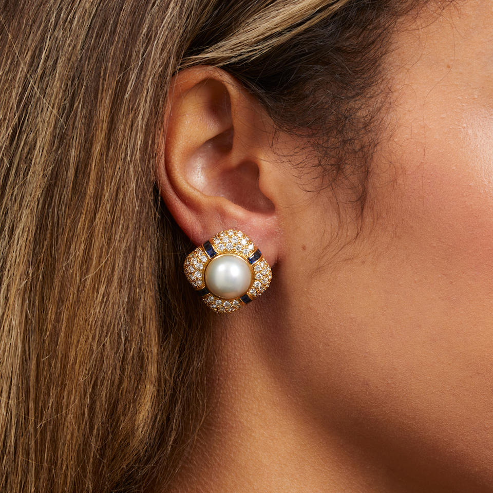 PAIR OF 18K GOLD, MABÉ PEARL, DIAMOND AND SAPPHIRE EARCLIPS