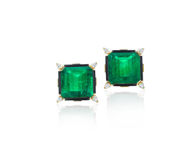 AN IMPORTANT PAIR OF EMERALD, ONYX AND DIAMOND BROOCHES