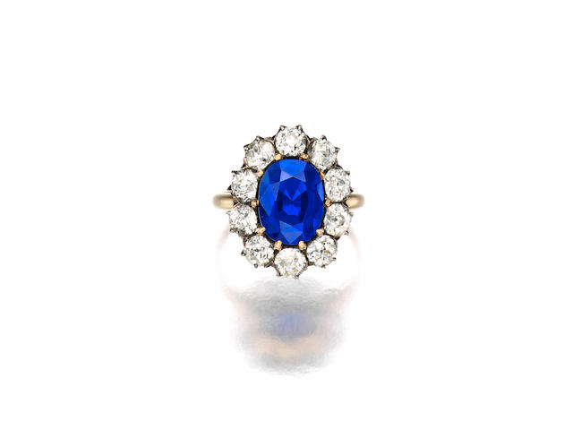 A SUPERB KASHMIR SAPPHIRE AND DIAMOND RING, LATE 19TH CENTURY