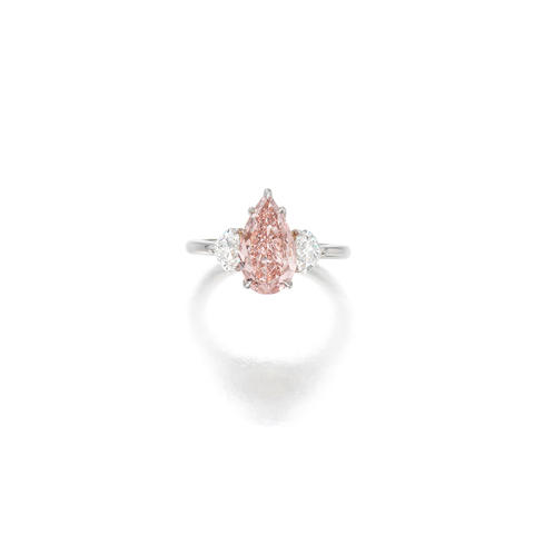 AN ATTRACTIVE FANCY INTENSE ORANGY PINK DIAMOND AND DIAMOND RING