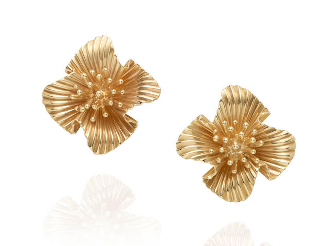 TIFFANY & CO.: PAIR OF 14K GOLD EARCLIPS