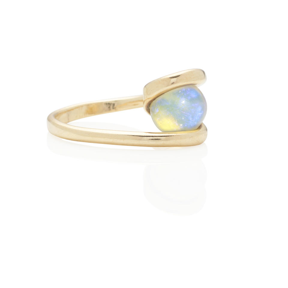 18K GOLD AND OPAL BEAD RING, ATTRIBUTED TO ART SMITH, CIRCA 1950