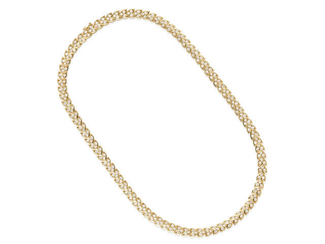AN 18K GOLD AND DIAMOND NECKLACE